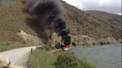 Оригинален начин да се изгаси една запалена лодка
