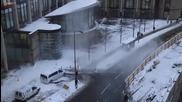Снежна лавина от покрив