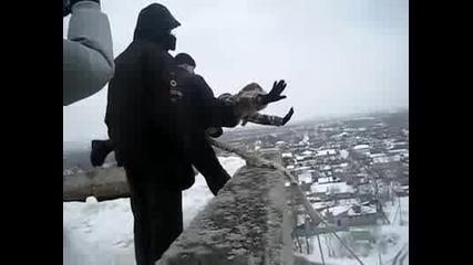 За пореден път руснаците показаха, че са най - лудите (скок с бънджи)