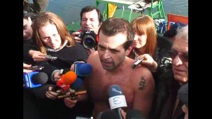 33-годишният Николай извади кръста от водите на езерото в