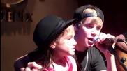 Justin Bieber и негова малка фенка пеят Baby
