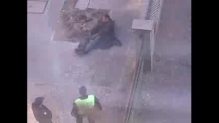 Полицай и клушар в центъра на София