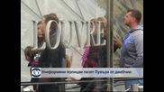 Униформени полицаи пазят Лувъра от джебчии