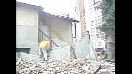 Разрушаване На Стара Къща