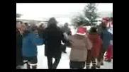 Друганци играят селското хоро в Ковачевци на феснивала 2009г.