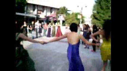 25.05.2009 традиционното хоро след посрещането на изгрева Випуск 2009 гр.свищов