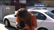 Майли Снима С Папарашки Фотоапарат