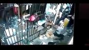 Жена пазач в Бразилски затвор
