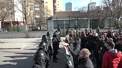 Spain: Antifa and Vox activists clash during protest in Barcelona