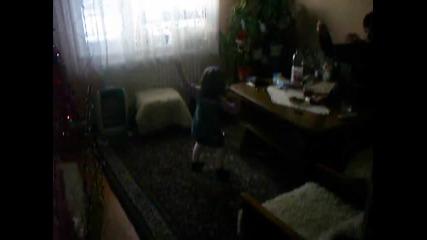 Вики танцува