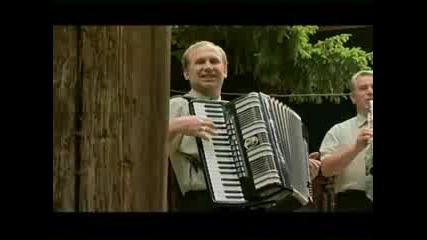 Виевска Фолк Група - Севдинко Кузом Пиленце