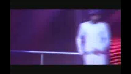 Панталоните на Джъстин падат повреме на концерт