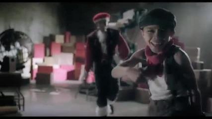* Н О В О * Justin Bieber - Santa Claus Is Coming To Town ( Официално Видео 2 O 1 1)