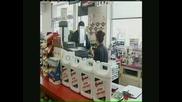 Ужас! Момче Пребива Продавач на Магазин Защото Не Му е Продал Цигари!