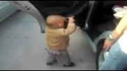Смешно Бебе Танцува На House Музика !