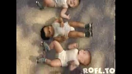 танцуващи бебета много смях