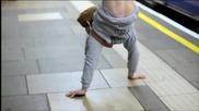 До метрото на ръце