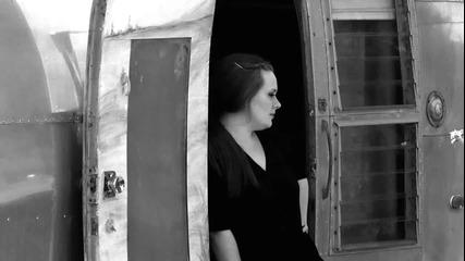 Превод! Adele - Rolling In The Deep