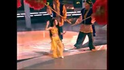 Малко момиченце танцува belly dance
