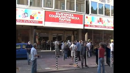 Буря в чаша вода - трима социалисти протестираха срещу Антон Кутев