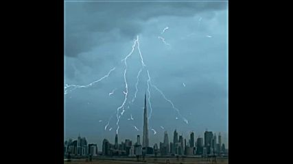 Уникални кадри от гръмотевици и светкавици в Дубай
