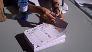 Spain: Expats queue up to vote in Ecuadorian presidential run-off in Madrid