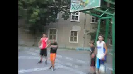 Баскетбол - Луд Се Кефи Друг Забива
