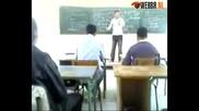 Насилие В Училище За Пореден Път! Учител Бие Ученик В Час!!!