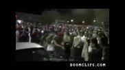 Полицаи арестуват пич, който прави шоу с Mustang