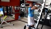 Фитнес упражнения - Клек с щанга пред гърдите