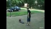 Момче се накаутира само с баскетболна топка