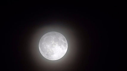 UK: Hunter's Moon illuminates London's night sky