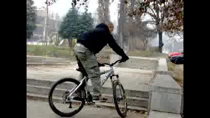 скокче с колело scott usa
