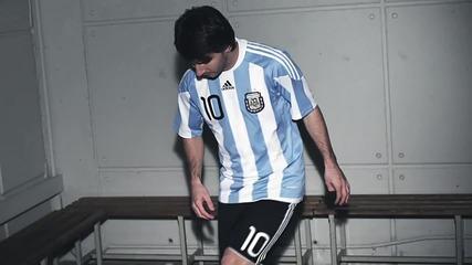 Messi в реклама на Adidas - жунглира с калеврите си !