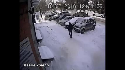 Когато някой ви блокира изхода от сградата...