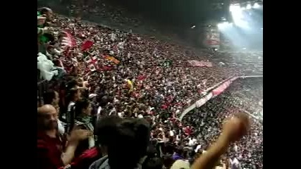 Публиката на Милан пеят Curva Sud Milano Che Confusione sara Perche Tifiamo