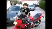Хлапе Иска Да Подкара Honda Cbr600