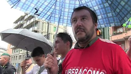 Italy: Lega Nord's Salvini leads march on Lake Como refugee camp