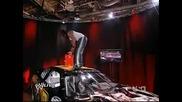 Kofi Kingston потрошава кола на Randy Orton