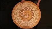 Руски художник използва голи ръце, за да се създаде хипнотизиращи модели върху мокра глина!