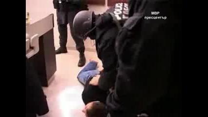 Вижте как арестуват Алексей Петров (видео)