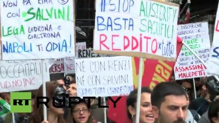 Протести срещу премиера Ренци в Неапол