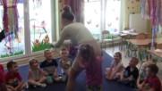 Учителка в детска градина, за която всеки родител мечтае (особено бащите)