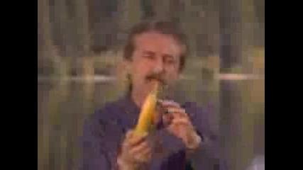 Така Се Яде Банан!