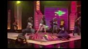Bella & Zendaya - This Is My Dancefloor - Shake it up dance