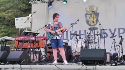 Джулай морнинг 2021 в Бургас. Мерт Асенов - китара (1)