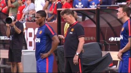 Ван Гаал размаха пръст пред един от новите в Юнайтед