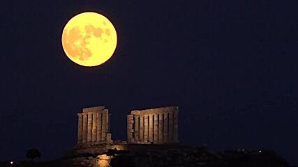 Greece: Mesmerising full moon adorns skies over Poseidon temple