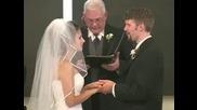 Булка си пада от смях на сватбата