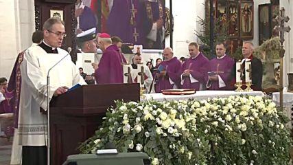 Poland: Thousands attend murdered Gdansk mayor Adamowicz's funeral